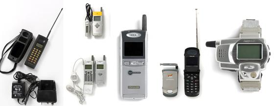 휴대전화를 뜯어보면 한국 경제사를 알 수 있다. 휴대전화는 우리 시대를 보여주는 훌륭한 문화유산이다. 왼쪽부터 최초 국산 휴대전화, 세계 첫 MP3 뮤직폰, 세계 첫 카메라 내장폰, 세계 첫 TV폰, 세계 첫 손목시계폰. [사진 폰박물관]