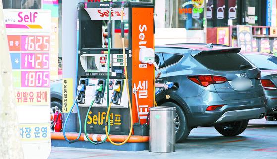 통계청 5월 소비자물가 동향에 따르면 석유류는 2008년 8월 이후 가장 높은 상승률(23.3%)을 보였다. 2일 서울 시내 한 주유소. [뉴스1]