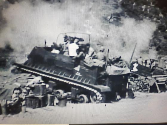 한국전쟁에 참전한 미군 213 포병대대가 포사격을 하고 있다. 대대원들은 모두 유타주 출신이었다.