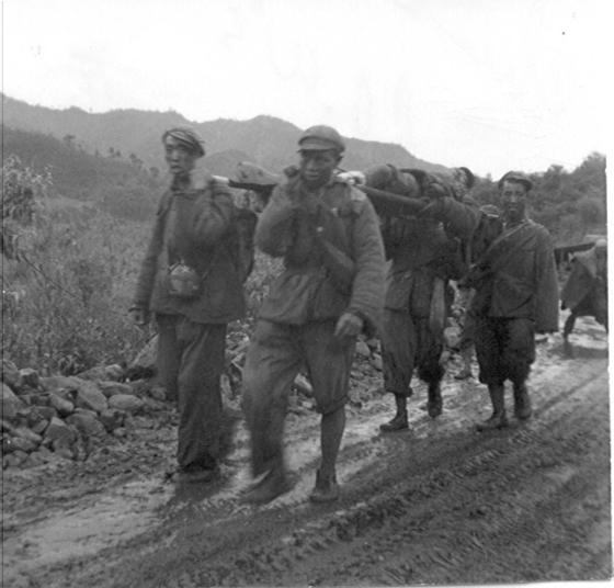 밤새 이어진 가평 전투는 새벽에 동이 트자 멈추었다. 중공군은 후퇴했고, 협곡에 남아 있던 중공군 병사들은 무기를 버리고 항복했다.