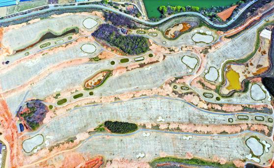 지난 3월 한전공대가 들어설 전남 나주의 골프장 부지에서 학교 건립을 앞두고 사전 공사를 하고 있는 모습. [연합뉴스]