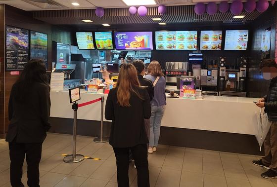 3일 오후 한 맥도날드 매장. 채혜선 기자