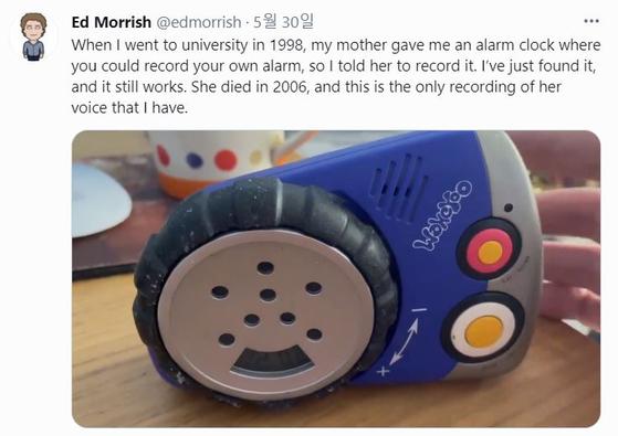 에드워드 모리쉬가 트위터에 공개한 어머니의 목소리가 저장된 자명종. [트위터 캡처]