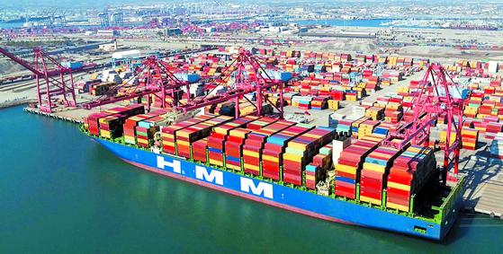 미국 LA항의 정박 중인 HMM 컨테이너선. [연합뉴스]