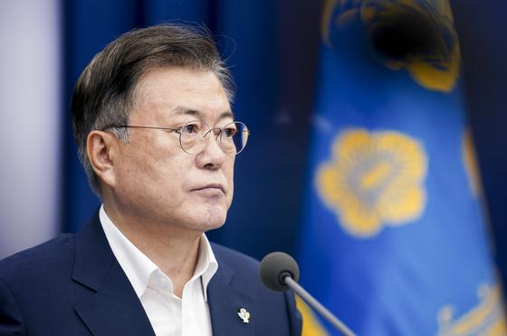 문재인 대통령이 7일 청와대에서 열린 제3차 코로나19 대응 특별방역점검회의에 참석해 있다. 연합뉴스