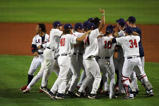 지난 6일 도쿄올림픽 본선 진출을 확정지은 뒤 환호하는 미국 야구 대표팀. [USA투데이=연합뉴스]