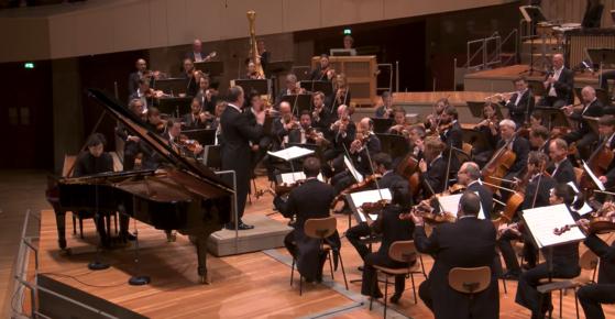 5일(현지시간) 베를린 필하모닉과 처음으로 협연한 피아니스트 김선욱. [디지털콘서트홀 캡처]