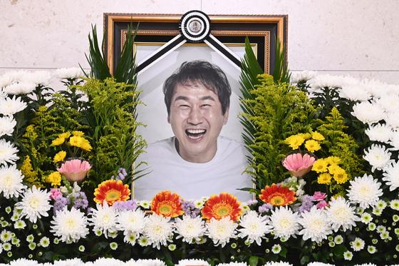 고(故) 유상철 전 인천 유나이티드 감독의 빈소가 8일 서울아산병원 장례식장에 마련됐다.  유상철 전 감독은 지난 2019년 췌장암 진단을 받고 치료에 전념해 왔고 7일 별세했다. 뉴스1