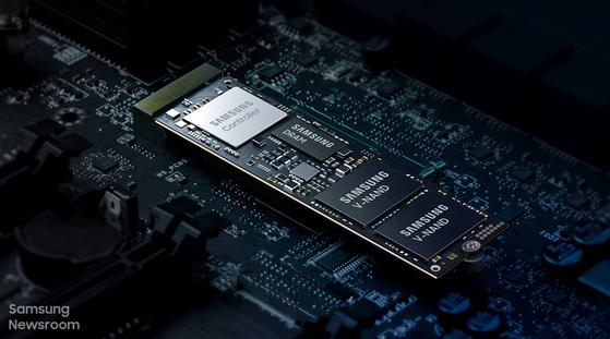 삼성전자가 올 하반기 출시 예정인 7세대 V낸드가 적용된 소비자용 솔리드스테이트드라이브(SSD) 제품. [사진 삼성전자 뉴스룸]