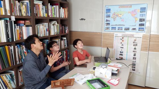 호서대가 대학 주변 주민을 상대로 소프트웨어 교육을 실시하고 있다. 사진 호서대