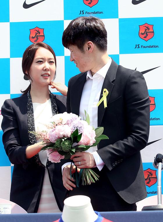 전 축구 국가대표 박지성 선수와 아내 김민지 전 아나운서. [사진 일간스포츠]