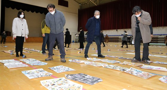 지난 1울 26일 오후 대전의 한 대학교 체육관에서 심사위원들이 정시모집 미대 실기고사 채점을 하고 있다. 뉴스1