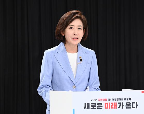 La candidata Na Kyung-won, que se postula para el Partido del Poder Popular, habla en el 'Debate sobre el sonido correcto' celebrado en el Salón Conmemorativo Baekbeom Kimgu en Hyochang-dong, Yongsan-gu, Seúl en la mañana del día 8.  noticias de Yunhap