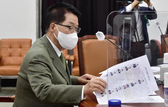 박지원 국정원장이 9일 서울 여의도 국회 정보위원회에서 열린 국정원 불법사찰에 대한 자체 감찰 결과 보고 전체회의에 출석했다. 오종택 기자