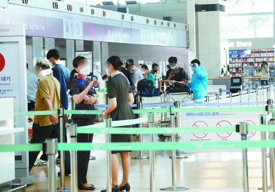 9일 인천공항 1터미널에서 출국 수속이 진행되고 있다. [뉴스1]