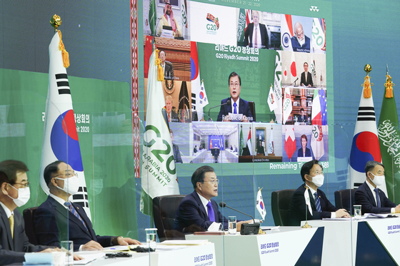 문재인 대통령이 11일부터 영국에서 열리는 주요 7개국(G7) 정상회의에 참석한다. 사진은 지난해 11월22일 화상으로 열린 주요 20개국(G20) 정상회의에서 문 대통령이 발언하는 모습. [청와대사진기자단]