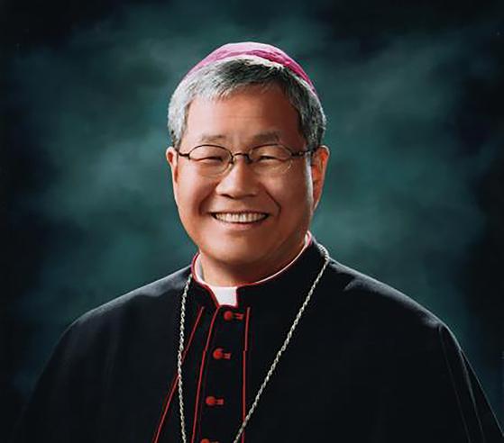 프란치스코 교황은 11일(현지시간) 교황청 성직자성 장관에 한국 천주교 대전교구 교구장인 유흥식 라자로 주교(70)를 임명했다고 교황청이 밝혔다. 연합뉴스