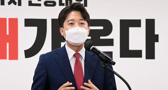11일 서울 여의도 국민의힘 당사에서 열린 전당대회에서 새로 선출된 이준석 대표가 수락연설을 하고 있다.