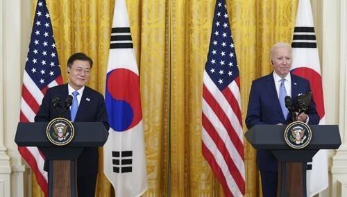 지난달 21일 문재인 대통령이 한ㆍ미 정상회담을 마치고 조 바이든 미국 대통령과 함께 기자회견에 참석했다. 연합뉴스