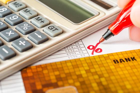 판 커진 중금리대출 시장…첫 달 이자까지 은행이 대신 내준다
