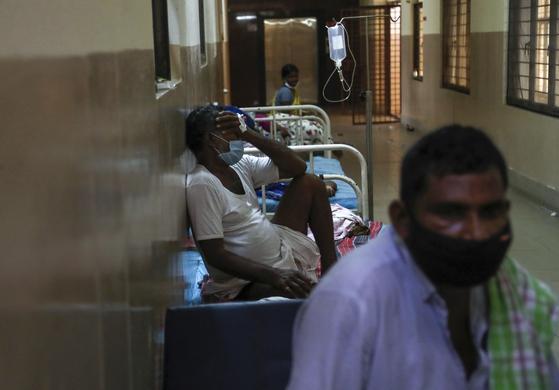 인도, 코로나19 이어 괴질 '검은 곰팡이증' 2100명 사망