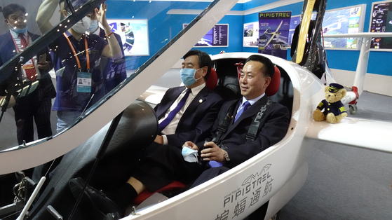 경비행기 재밌네…이용남 北대사 첫 출장지 中 경제실험실