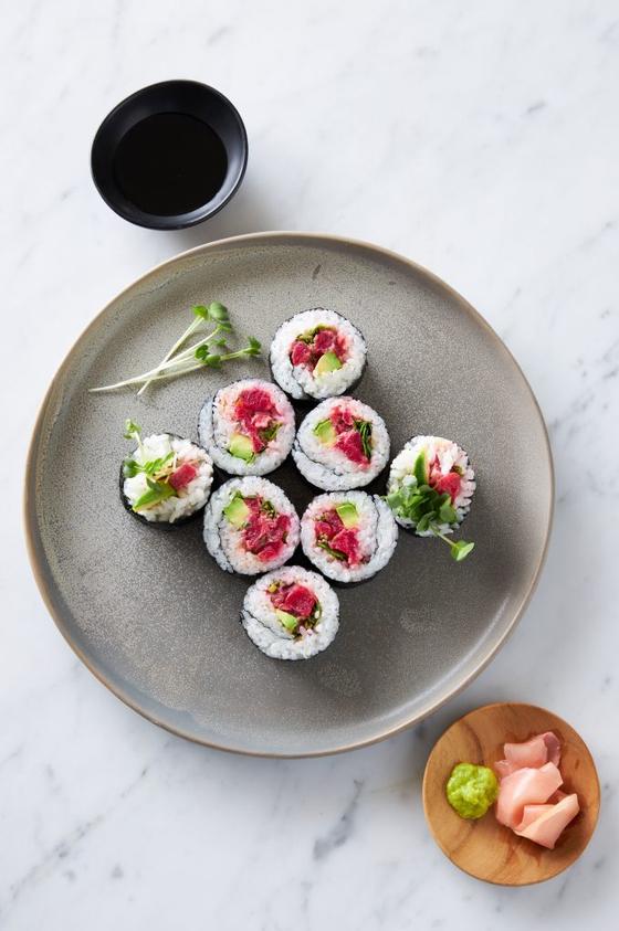미국 해산물 배양기술 업체인 핀리스푸드가 식물성 재료와 생선 세포를 배양하는 방식으로 실제 생참치와 비슷한 인공 참치 고기를 개발한다. Finlessfoods