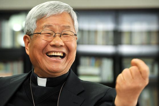 유흥식 대주교는 이탈리아에서 유학한 뒤 현지에서 사제 서품을 받았다. 그 덕분에 교황청의 필수 언어인 이탈리아어에도 능통하다. [중앙포토]
