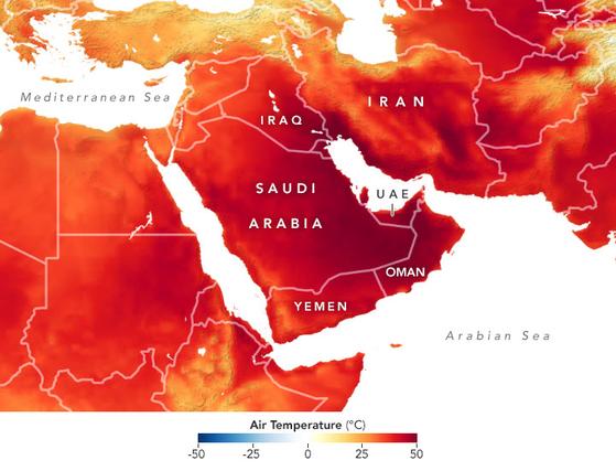 위성으로 측정한 지난 6일 중동 지역 기온분포. 대부분 지역에서 40도를 넘기는 붉은 색이 찍혔고, 일부 지역은 50도에 육박하는 기온을 보이기도 했다. 통상 절정의 폭염이 찾아오는 시기보다 한 달 빠른 폭염이다. 사진 NASA