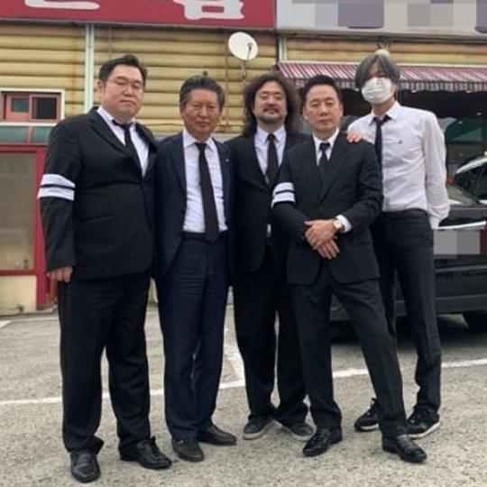 방송인 김어준씨(가운데)가 부친상을 당했다. 정청래 민주당 의원 페이스북 캡처