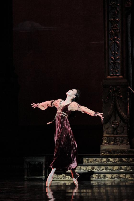 10일(현지시간) 파리오페라극장에서 줄리엣 역으로 출연한 발레리나 박세은. 공연 후 에투알로 승급했다. [사진 파리오페라발레/박세은 제공]