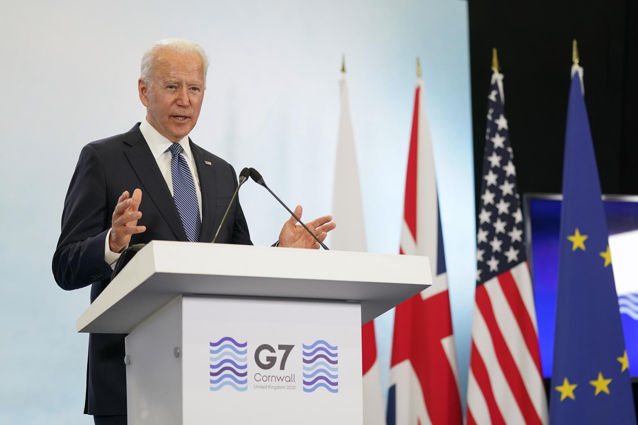 조 바이든 미국 대통령이 13일(현지시간) 영국 뉴캐이 콘월 공항에서 열린 주요 7개국(G7) 정상회의 참석 후 기자회견에서 발언하고 있다. AP=연합뉴스