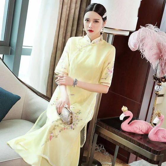 '가오카오' 셋째 날은 황색(黃色) '치파오'가 권장된다. 휘황찬란하게 나아가자는 '주향휘황(走向輝煌)'의 황(煌)이 황(黃)과 같은 소리를 내기 때문이다. [중국 소후닷컴 캡처]