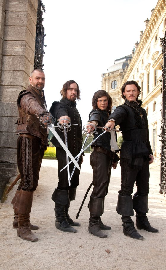명예의 결투를 펼치는 매력적인 스토리 덕분에 『삼총사』를 소재로 다양한 영화와 드라마가 꾸준히 선보이고 있다. 사진은 영화 '삼총사'(2011)의 한 장면.