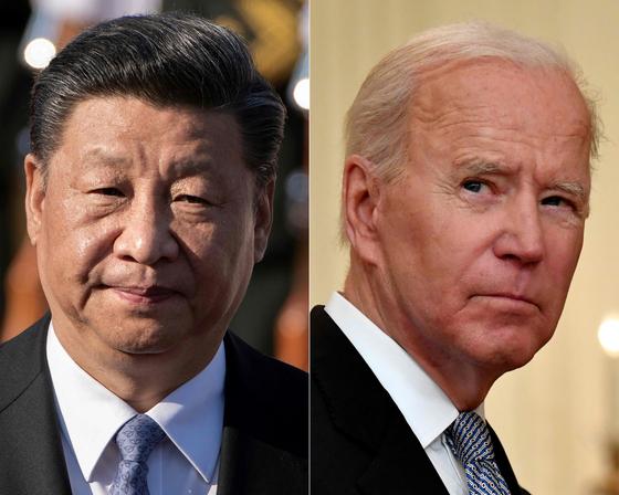 조 바이든 대통령(오른쪽)은 14일(현지시간) 벨기에서 열리는 북대서양조약기구(NATO) 정상회의에서 중국 위협에 맞서기 위한 새로운 '전략 개념'을 구축할 예정이다. [AFP=연합뉴스]