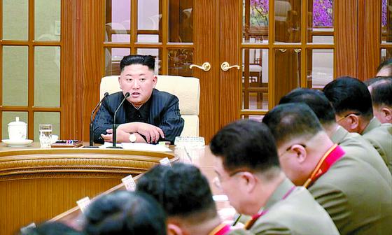 김정은 의전비서 역할 하는 현송월