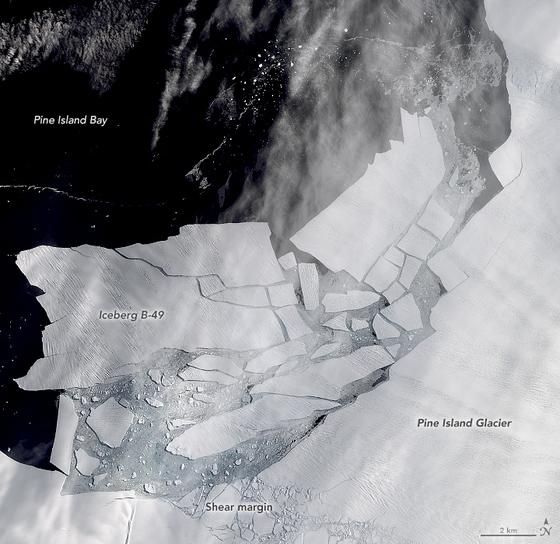 지난해 서남극 파일섬의 빙붕이 떨어져 나간 모습. NASA