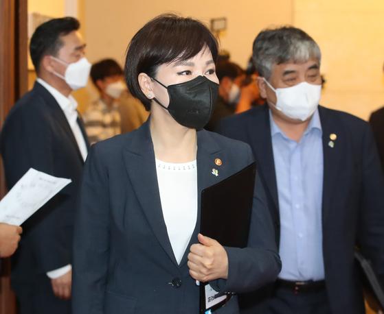 전현희 국민권익위원장이 15일 오전 서울 종로구 정부서울청사에서 열린 국무회의에 참석하고 있다. 뉴스1