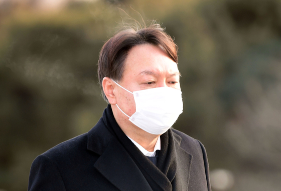 지난 1월 4일 윤석열 당시 검찰총장이 서울 동작구 국립서울현충원 참배를 위해 이동하고 있다. 임현동 기자