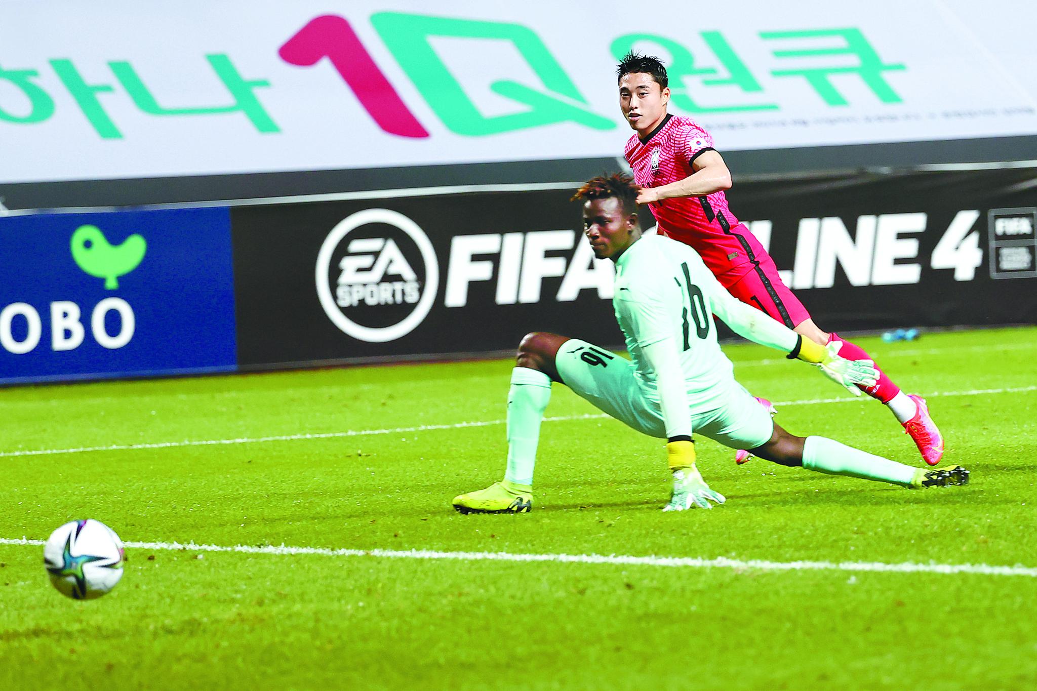 올림픽축구대표팀 이동준이 15일 가나와 평가전에서 결승골을 터트리고 있다. [연합뉴스]