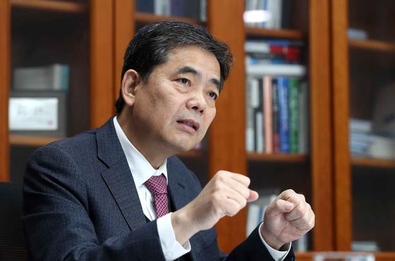 곽상도 국민의 힘 의원이 국회에서 중앙일보와 인터뷰를 갖는 모습.     김상선 기자