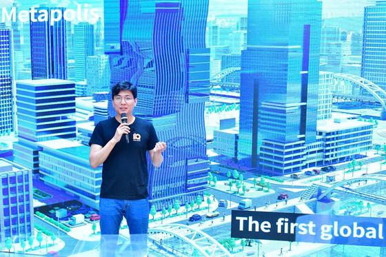 직방 안성우 대표가 15일 서울 성수동엣 미디어데이를 갖고 직방의 향후 계획에 대해 설명하고 있다. [사진 직방]