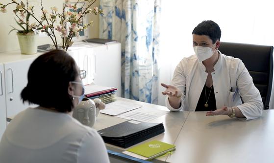 코로나 무증상도 안심 못한다…5명 중 1명꼴 한달 뒤 후유증