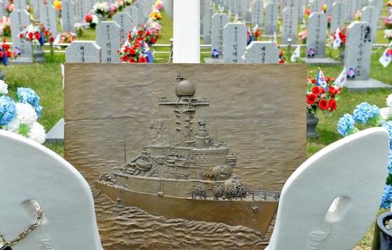 지난 2010년 3월 26일 북한 잠수정의 어뢰공격으로 전사한 장병들이 잠들어 있는 국립대전현충원 천안함46용사 합동묘역. 김성태.
