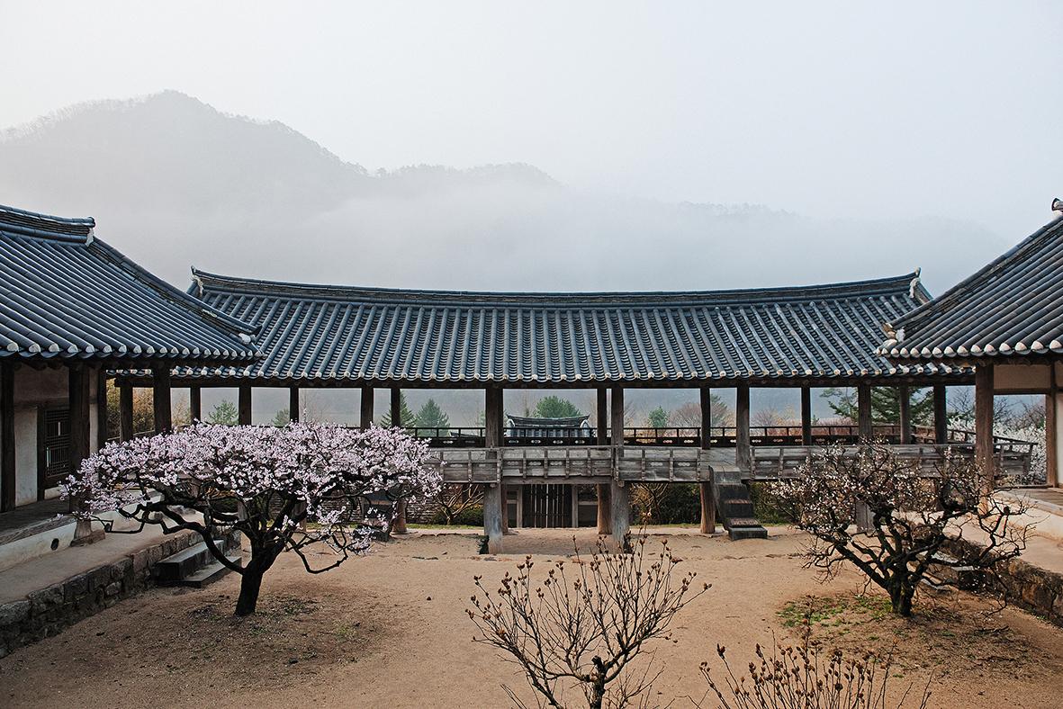 2011년 4월에 이동춘 작가가 찍은 병산서원, 7월15일부터 21일까지 서울 디자인하우스 B1 전시실에서 전시될 예정이다. 이동춘 작가 제공