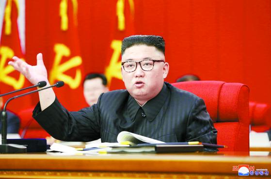 김정은 북한 국무위원장이 지난 15일 노동당 중앙위원회 제8기 제3차 전원회의를 주재하고 있다. [조선중앙통신=연합뉴스]