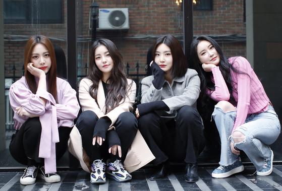 브레이브걸스(BraveGirls) 은지(왼쪽부터), 유정, 유나, 민영이 지난 3월4일 서울 서초구 브레이브엔터테인먼트 사무실에서 열린 인터뷰에 앞서 포즈를 취하고 있다.  뉴스1