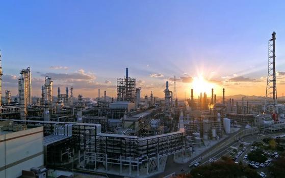 SK인천석유화학 단지 전경. SK이노베이션 자회사 SK인천석유화학은 지난 3월 SK E&S와 손잡고 부생수소(석유화학 공정에서 부수적으로 나오는 수소)를 고순도 액체 수소로 정제하는 사업을 추진하고 있다. 사진 SK