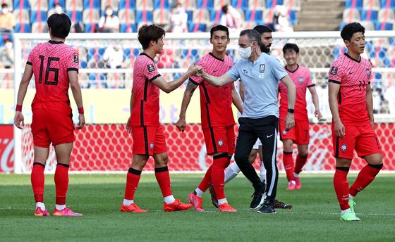 한국 축구대표팀의 카타르 월드컵 본선 진출 가능성이 최종 예선 12팀 중 3위라는 평가가 나왔다. [연합뉴스]