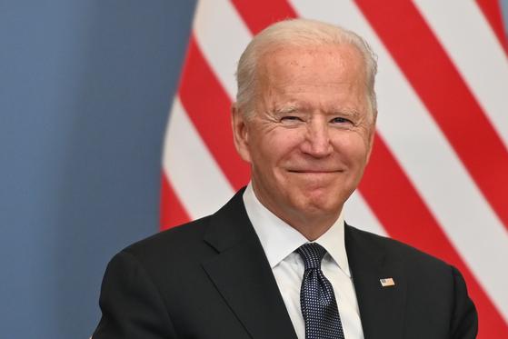 조 바이든 미국 대통령이 16일 블라디미르 푸틴 러시아 대통령과 정상회담을 하기 위해 스위스 제네바에 도착했다. [AP=연합뉴스]